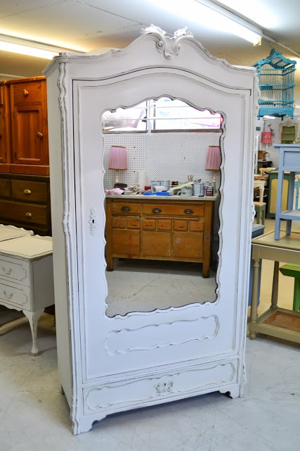 There Is Only One Chalk Paint Decorative Paint By Annie Sloan Paint Me White